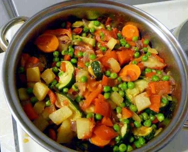 овощное рагу с кабачками с картошкой и капустой