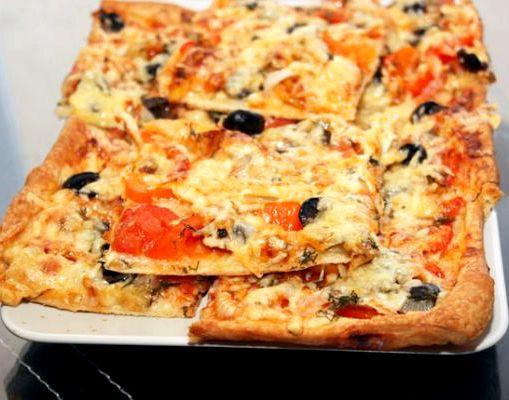 видео рецепт пицца из слоеного теста в духовке