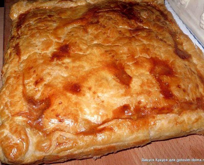Пирог с курицей из слоёного теста рецепт с фото