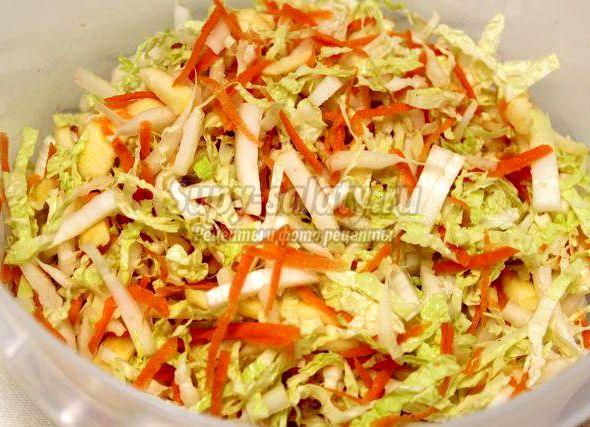 Салат с китайской капустой и морковью