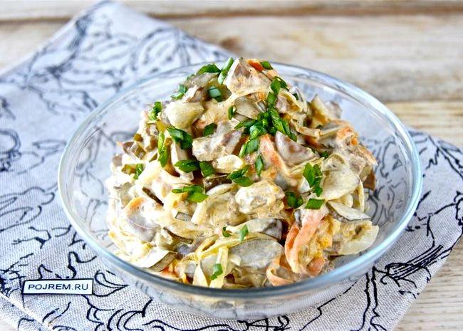 рецепты салатов из печени солеными огурцами
