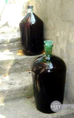 Домашнее вино из вишни с косточками простой рецепт