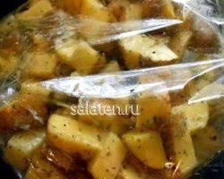 Картофель в духовке в рукаве рецепт с фото