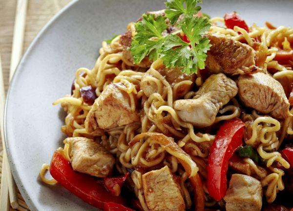 Китайская лапша с курицей и овощами рецепт