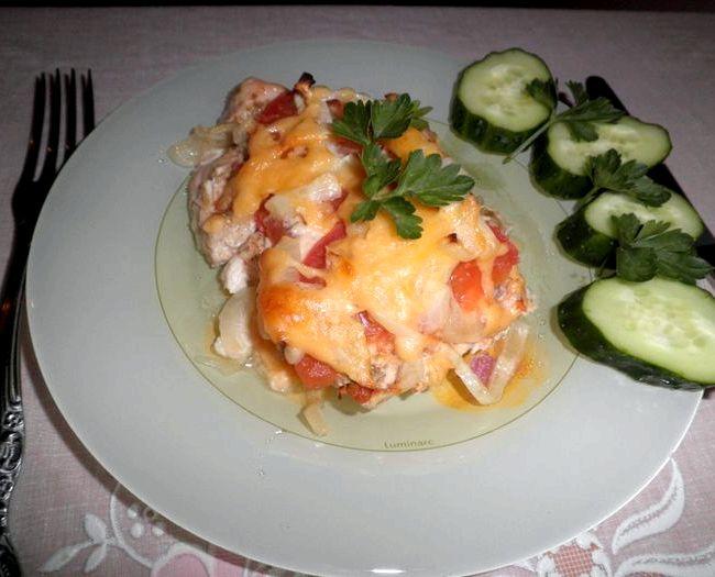 Куриное филе с помидорами и сыром в духовке рецепт с фото