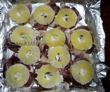 Мясо с ананасами и сыром в духовке рецепт с фото
