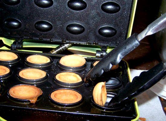 Орешки со сгущенкой рецепт классический с фото