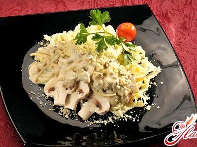 Паста в сливочном соусе с грибами и ветчиной рецепт