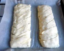 Пирог из слоеного теста с мясом рецепт с фото