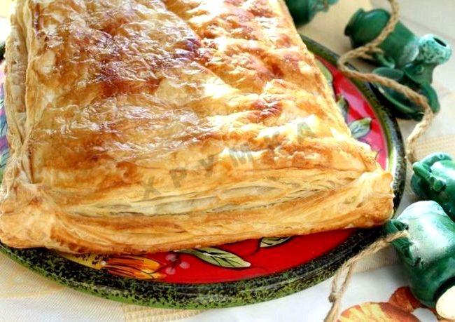Пирог из слоеного теста с сыром рецепт с фото
