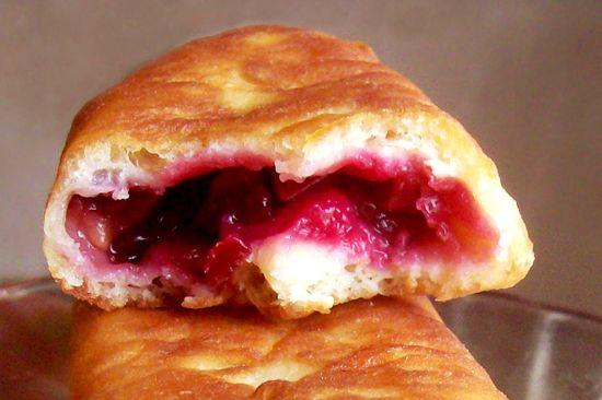 Пирожки с вишней на сковороде с дрожжевого теста рецепт фото