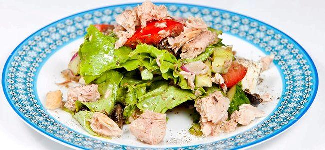 Простой салат с тунцом консервированным рецепт с пошаговым фото