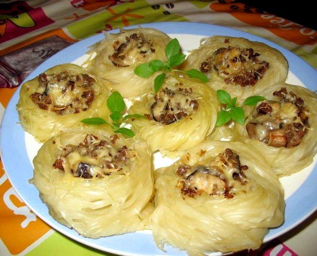 Рецепт гнезда из макарон с фаршем в духовке с фото