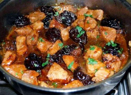 Рецепт говядина с черносливом тушеная