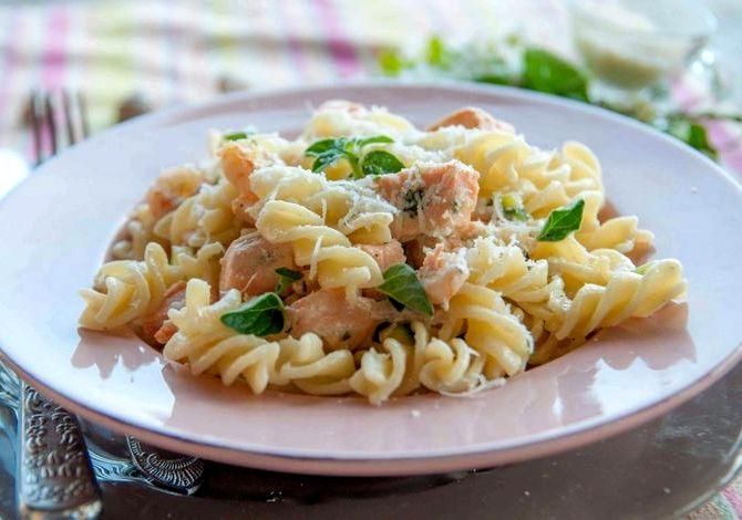 Рецепт паста в сливочном соусе с лососем