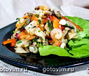 Рецепт с фото салат с морским коктейлем