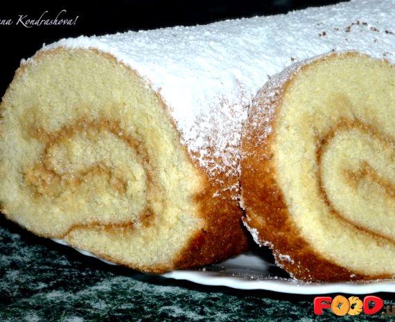 Рулет бисквитный со сгущенкой рецепт с фото