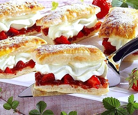 Слоеное тесто с клубникой рецепт с фото
