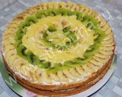 Торт из коржей готовых рецепт с фото со сгущенкой и фруктами