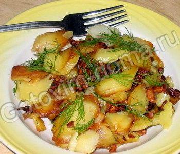 Жареная картошка с грибами и луком рецепт с фото