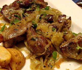 Жареная куриная печень с луком рецепт с фото