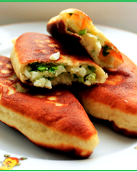 Жареные пирожки с луком и яйцом рецепт